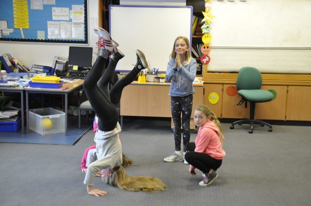 Can you guess what it is? The drama students act out an unusual wedding. 17_t15Feis13
