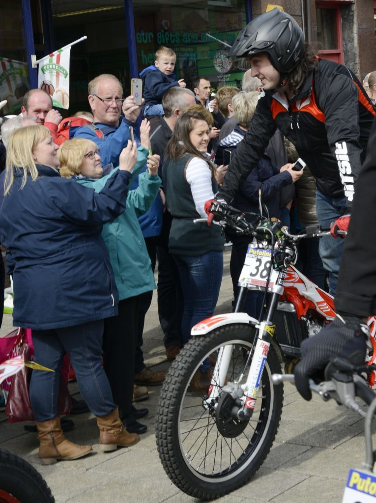 Comedian Ross Noble poses for fans during the parade along Fort William High Street. Photograph: Iain Ferguson, The Write Image