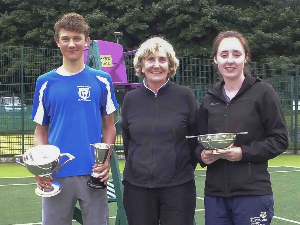 Singles winners Ben Smith and Lisa Munro with tournament referee Mary McLean.