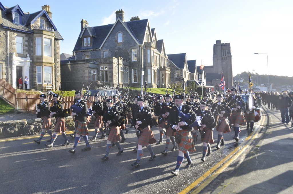 Oban Pipe Band playing from the Corran Halls to the War Memorial on Remembrance Sunday 17_T46_RemembranceSunday04_