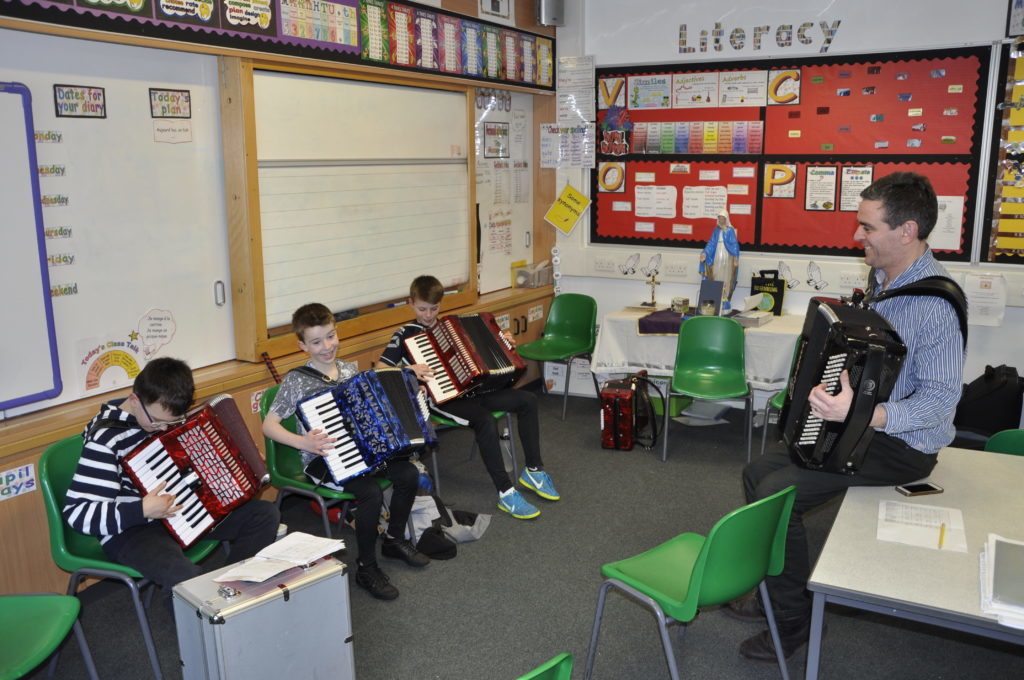 Also teaching accordion was Michael Garvin. 16_t15_Fèis04
