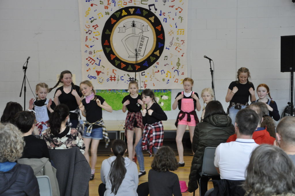 The highland dancers entertained the crowed. 16_t15_Fèis16