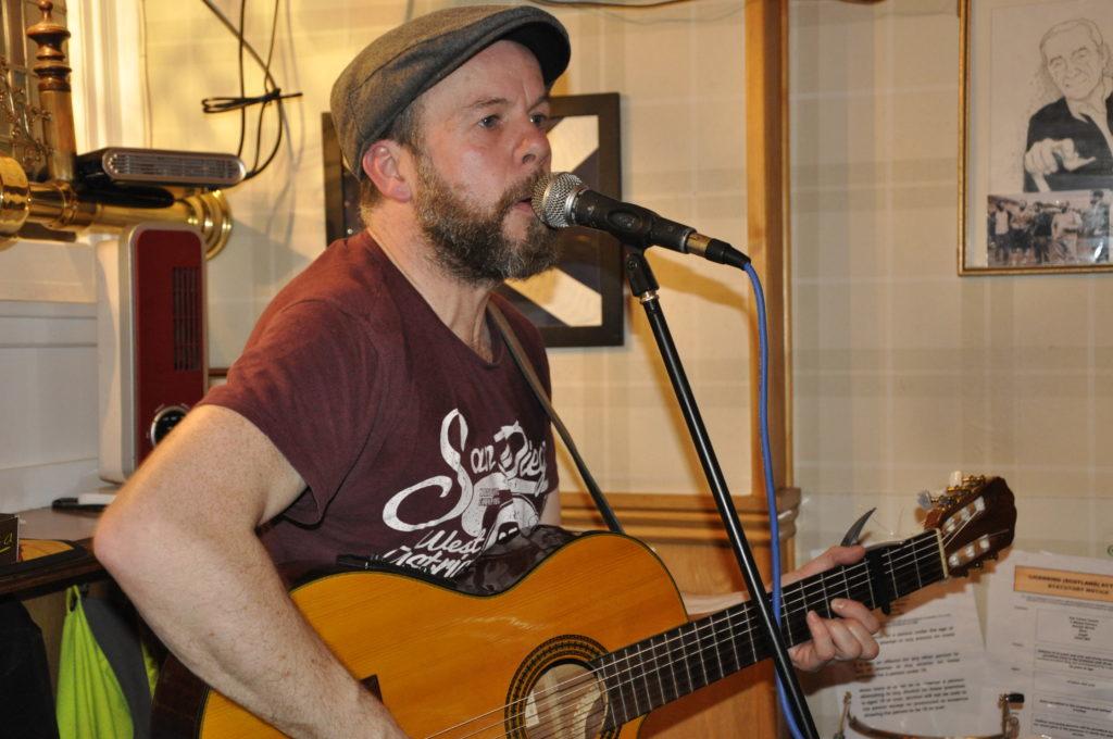 One man band Alan Frew at the Tartan Tavern 16_T19_HIMF29_Alanfrew