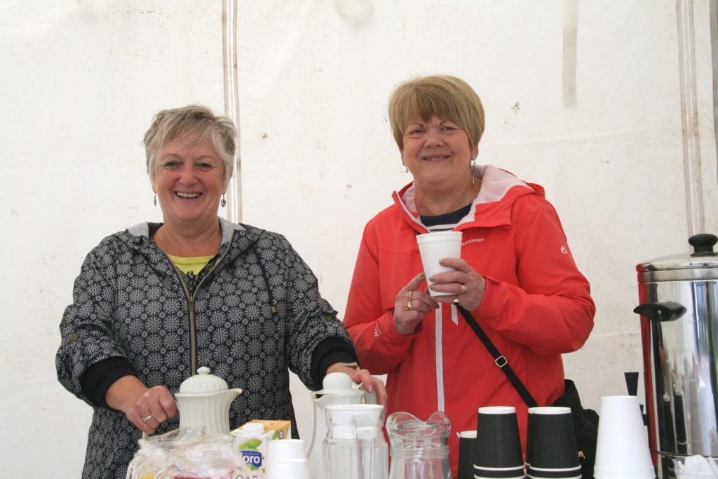 NO_T25_Tea ladies Joyce Millar and Margaret MacDonald.