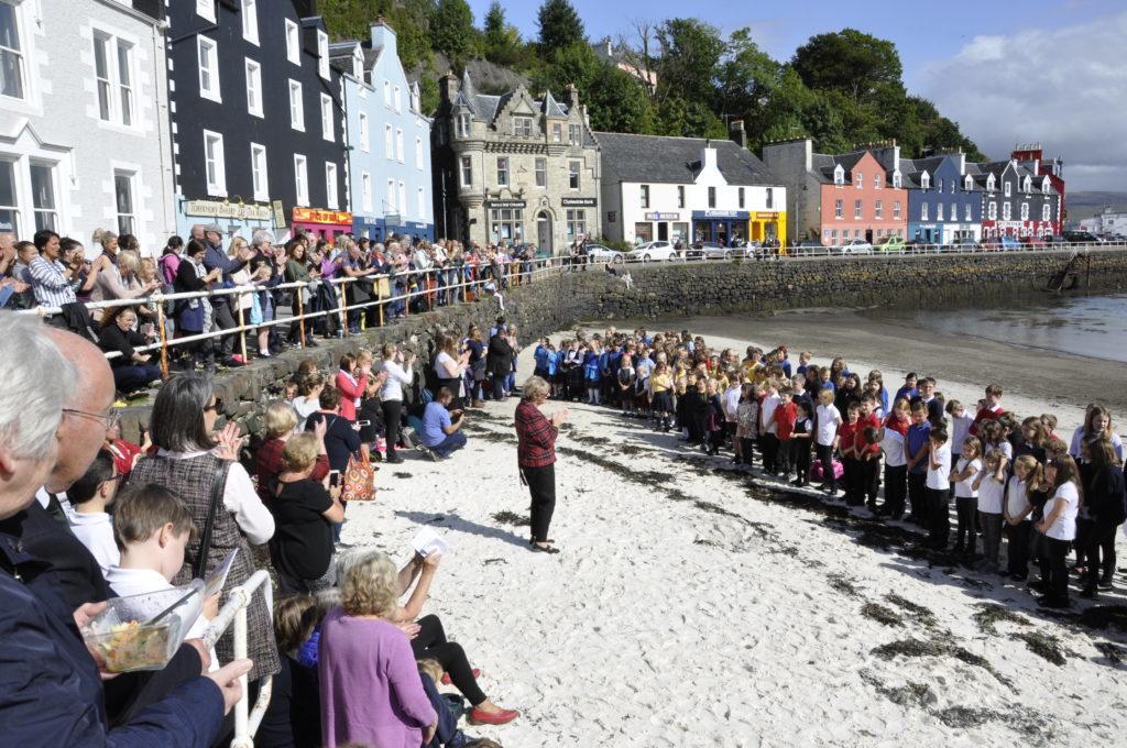 To celebrate the event's 80 year anniversary, hundreds of pupils gathered on the beach to sing in harmony. 17_T37_MullMod07