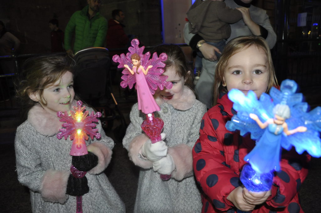 Little pals light up the reindeer parade with fairy wands.