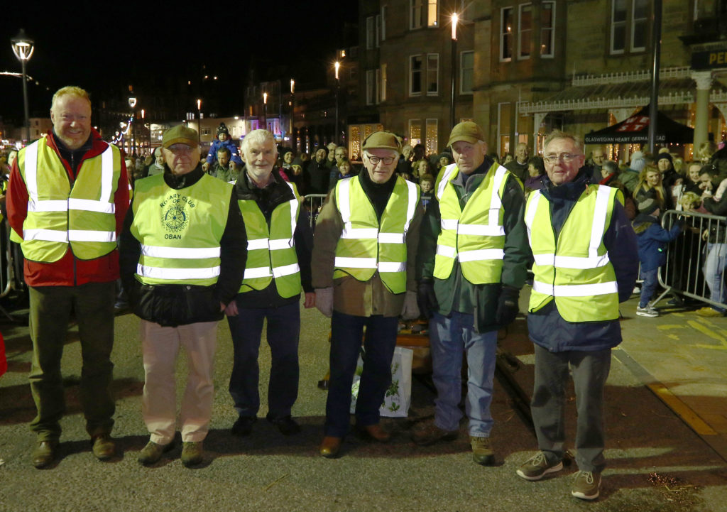 Teamwork from Oban Rotary Club, just some of the hardworking members behind the weekend's successful reindeer parade.