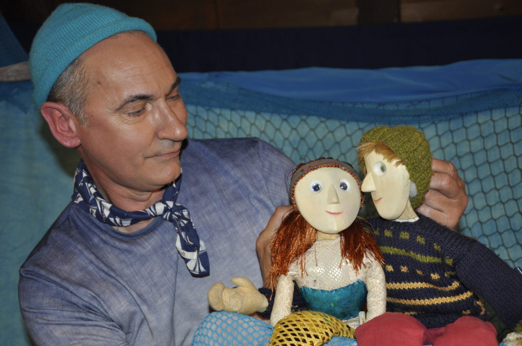 Steve Smart was on Easdale with his puppet show on Good Friday