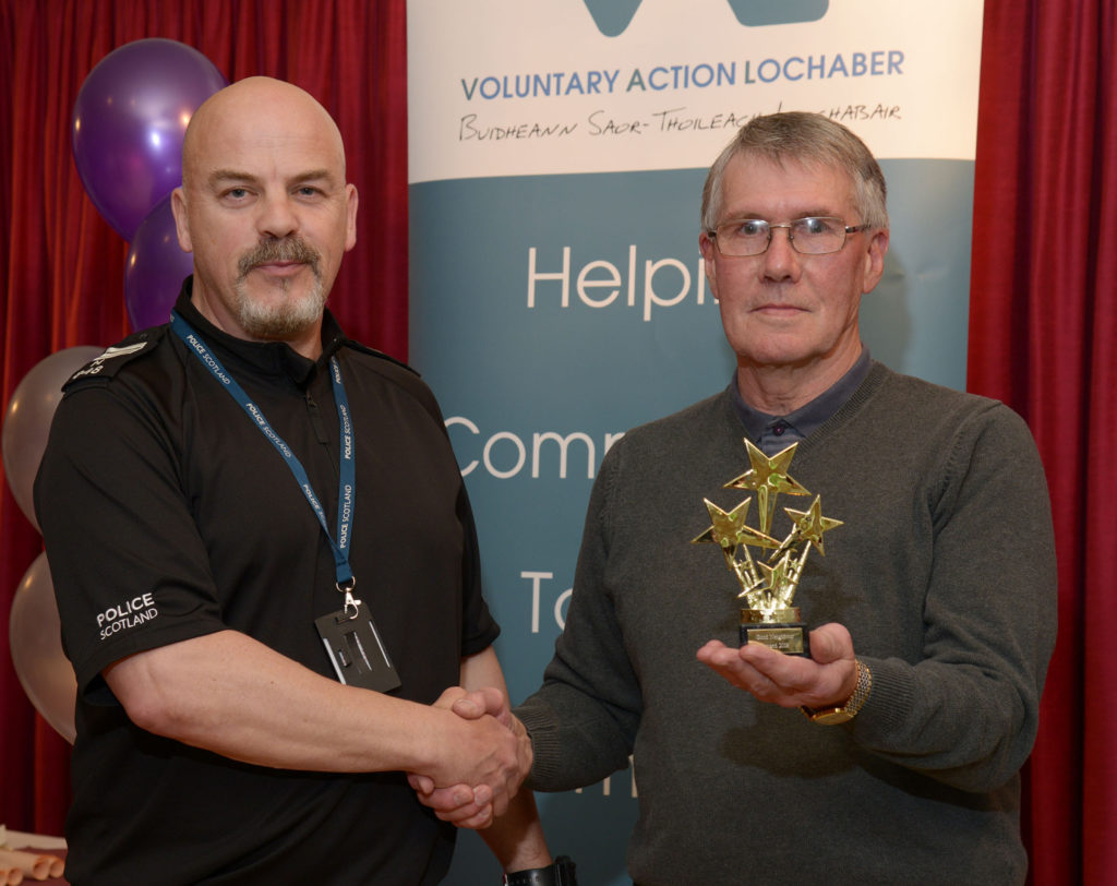 Sgt. Nick Hough presents the award for Good Neighbour of the Year to Dondy Robertson.  NO-F24-VOSCAR-01.jpg