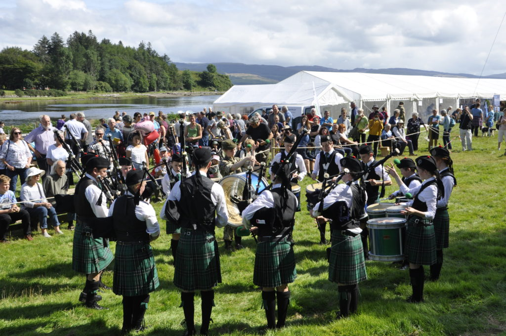 Tobermory High School Pipe Band played on the day. 15_t32_SalenShow06