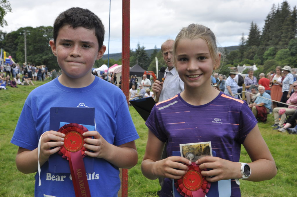 Evie Bellett, 12, from Aros, won the girls' race, and Andrew Bartel, 10, won the boys'. 15_t32_SalenShow11