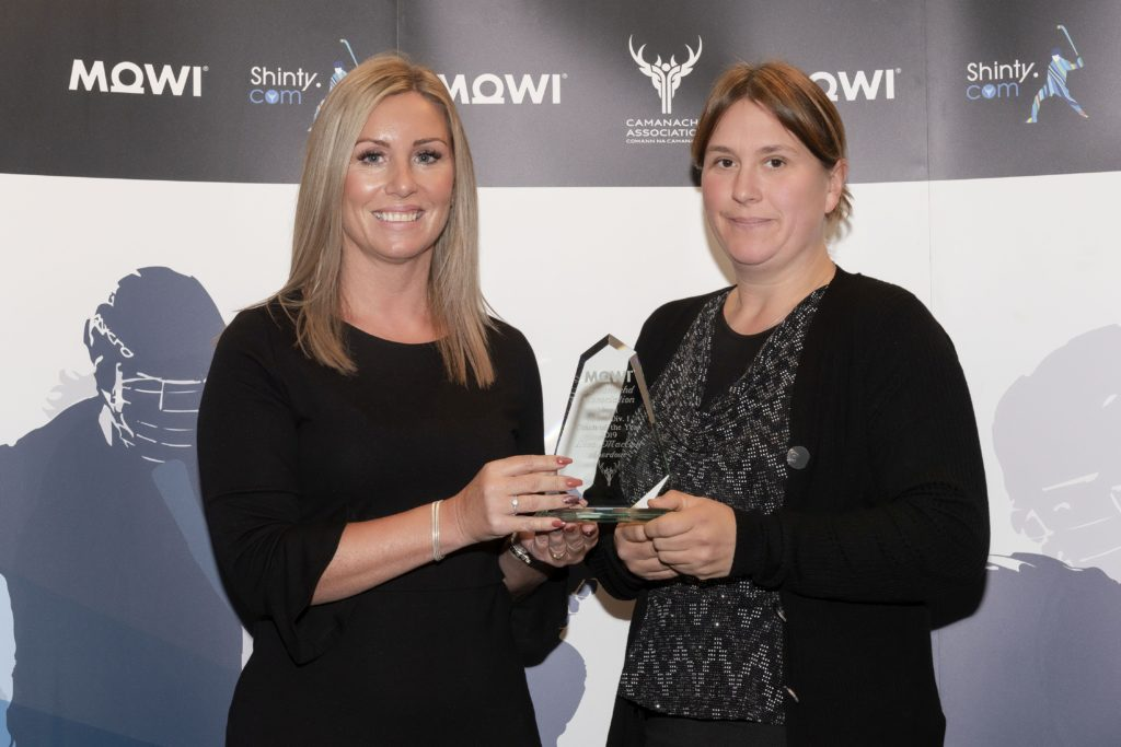 South Div 1 Coach of the Year Lisa MacColl (right) of Aberdour receives the award from Mowi's Jayne Mackay.  Mowi Shinty Awards Luncheon and Conference at The Kingsmills Hotel, Inverness.