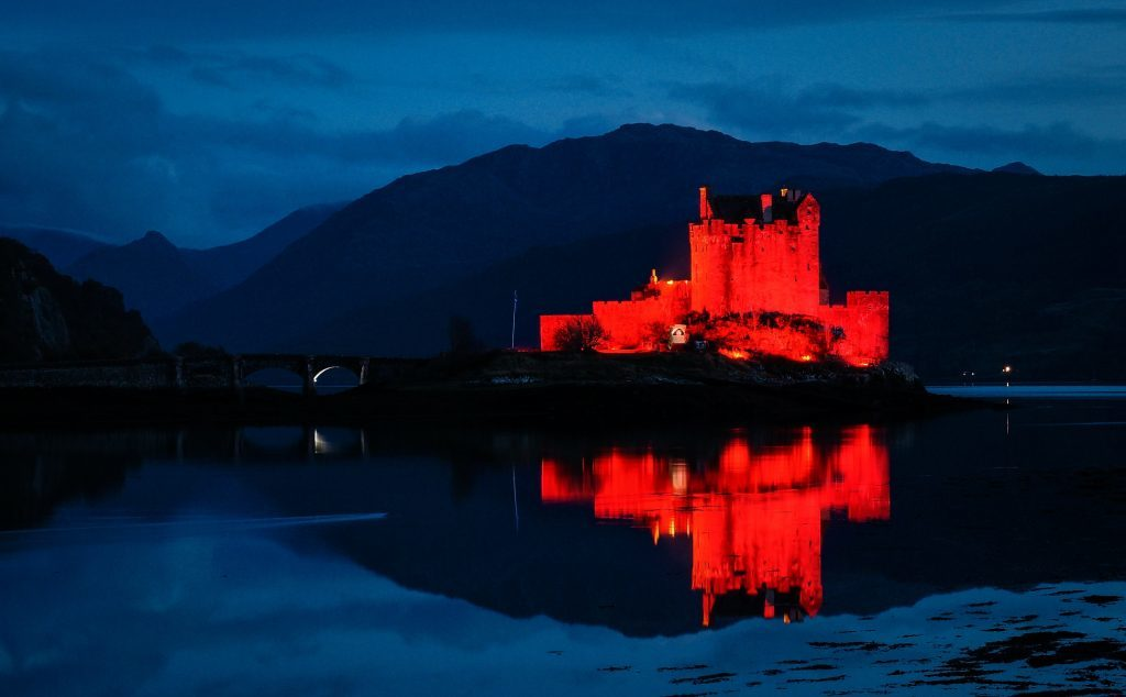 Call to light up red for remembrance