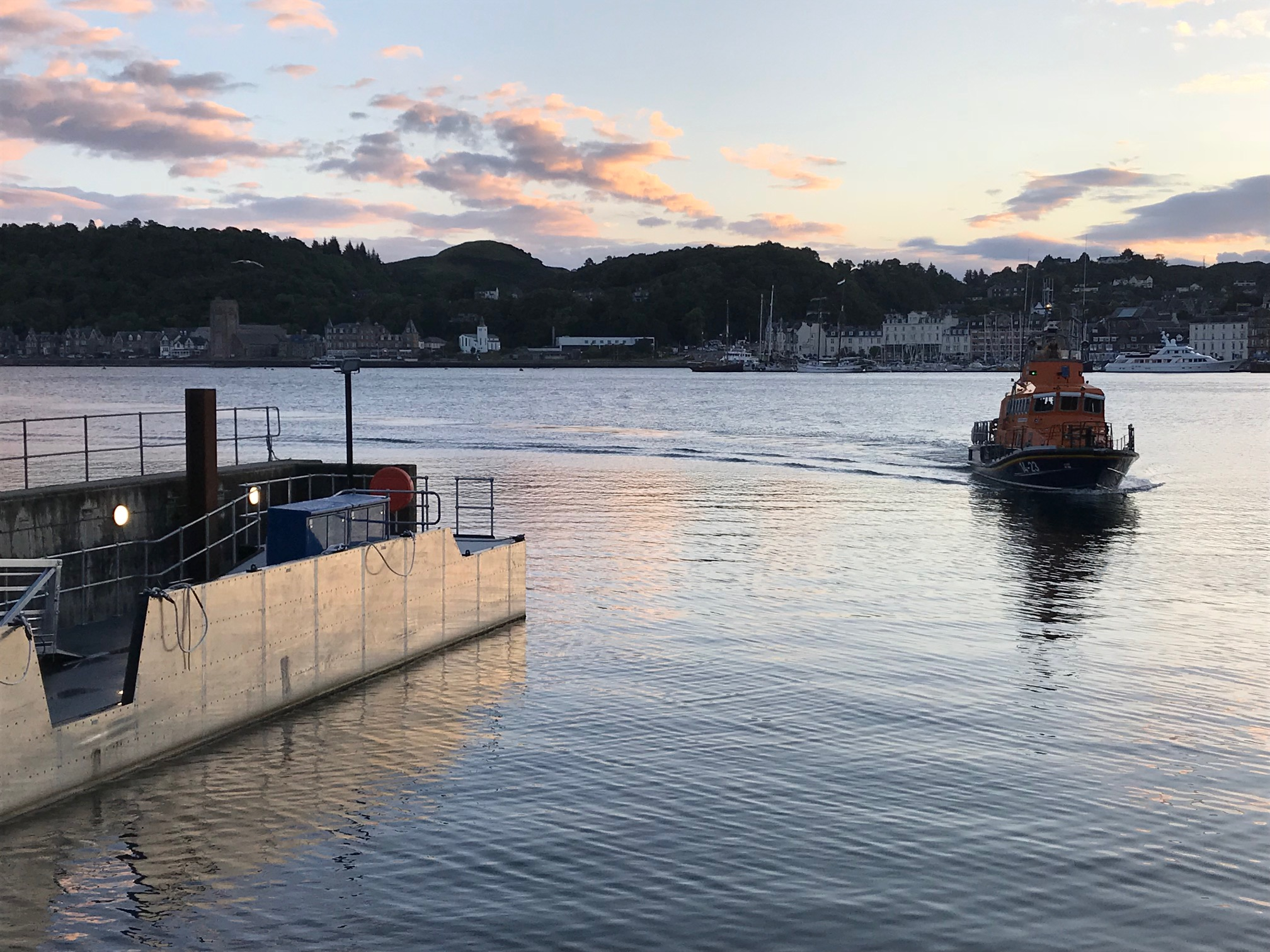 Oban RNLI launches in storm force winds