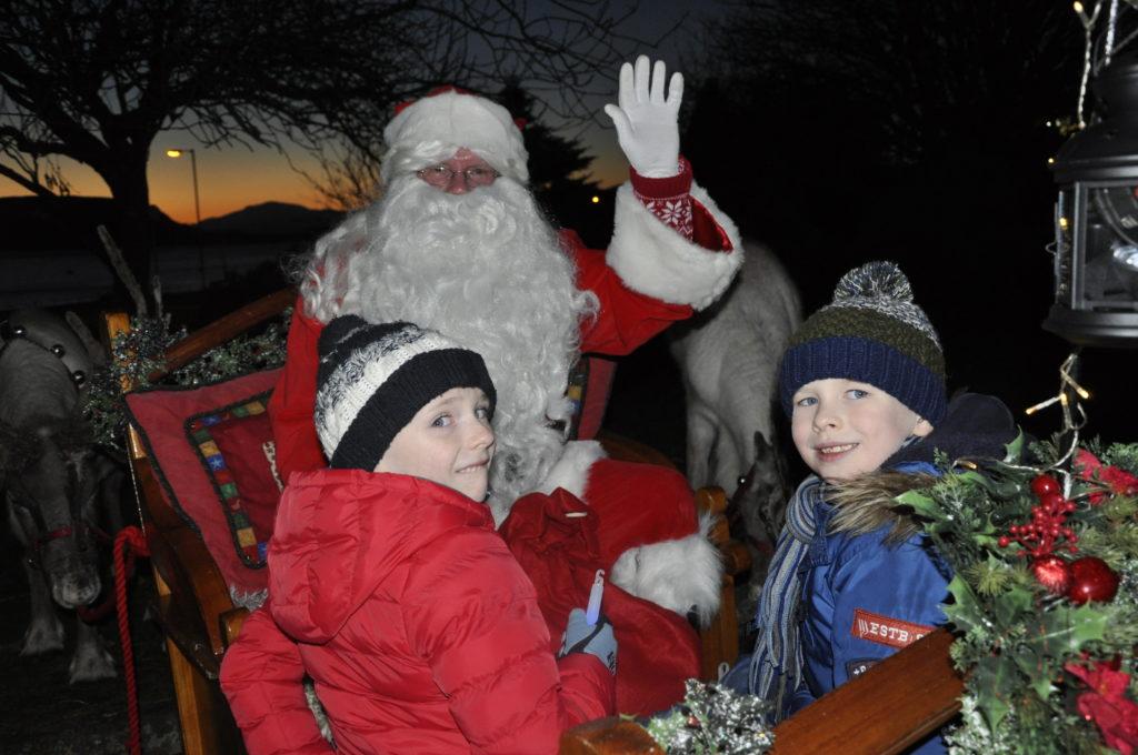 Reindeer parade thrills Oban crowds
