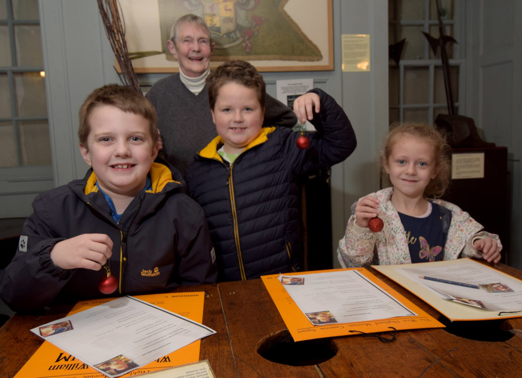 Fort youngsters hunt for Rudolph's red nose