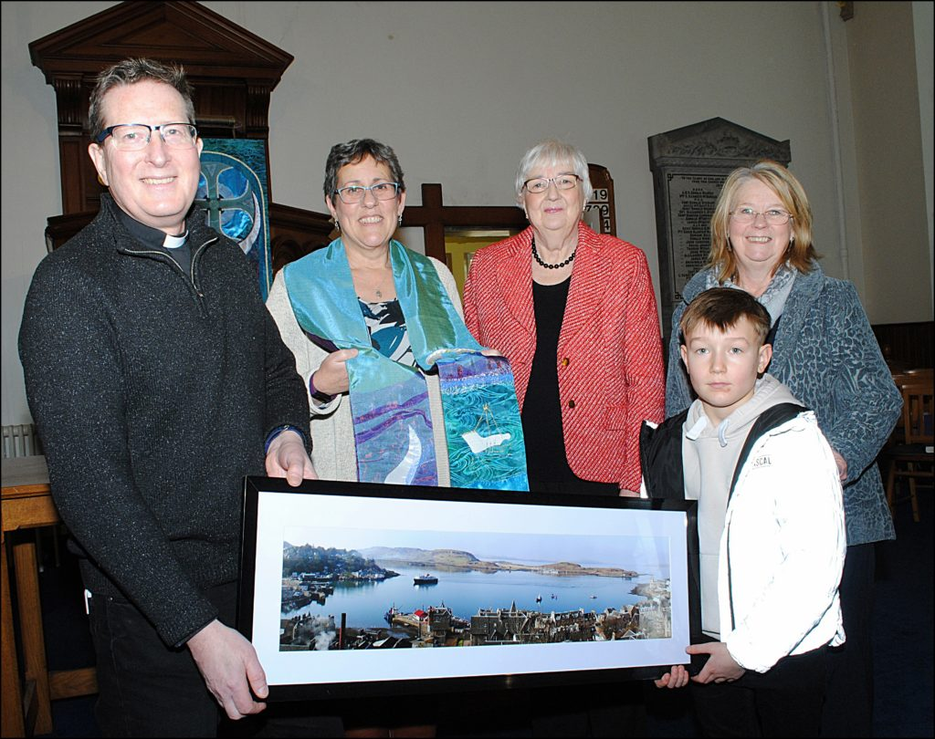Oban church says farewell to associate minister