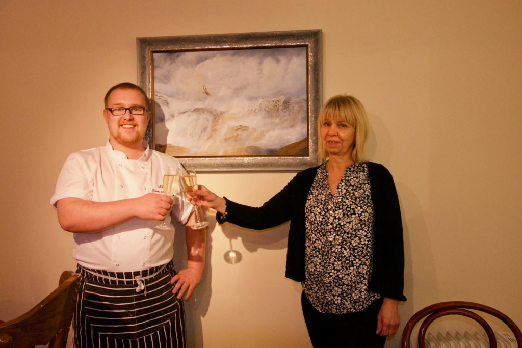 Reknowned artist launches exhibition in Kilmelford restaurant