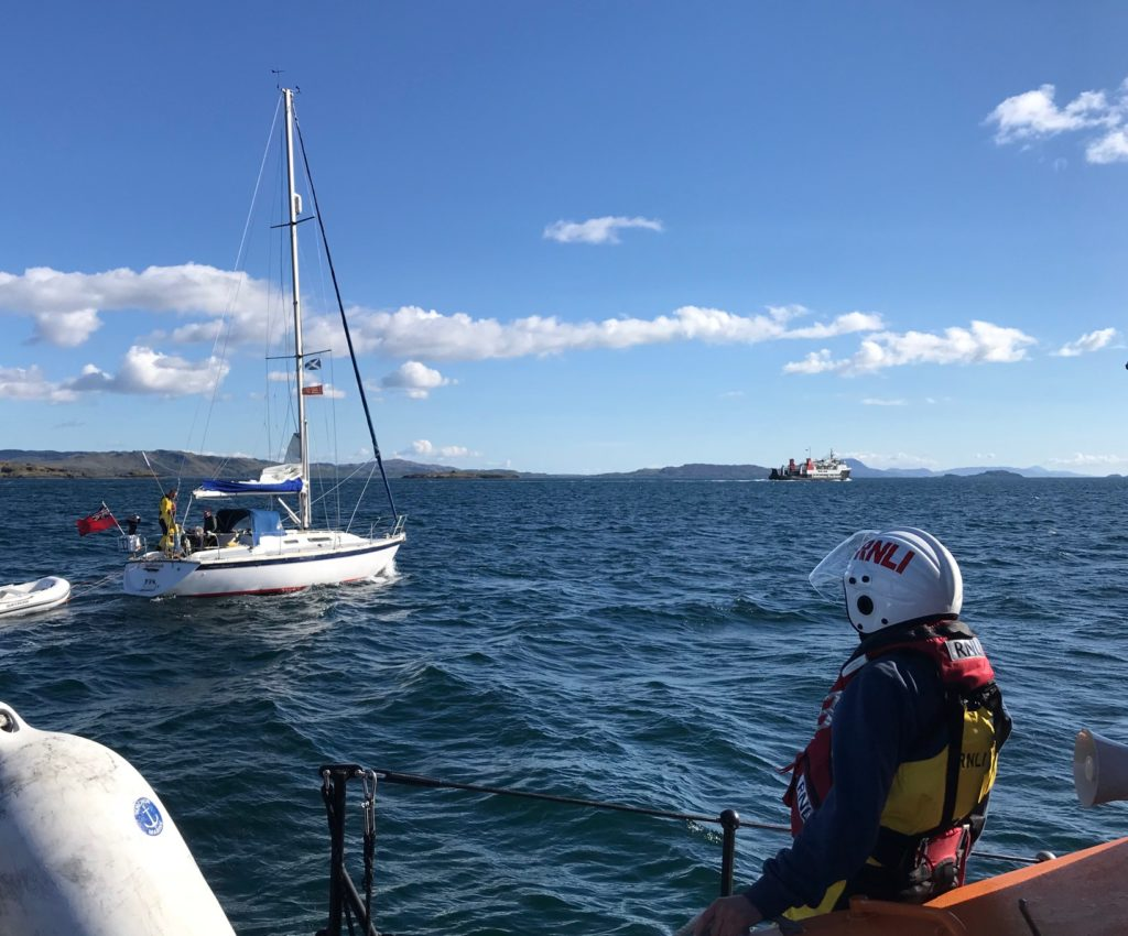 Oban lifeboat assists yacht fouled on creel buoy