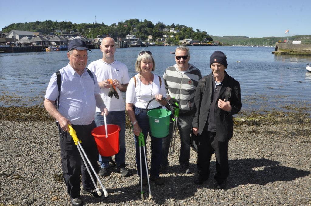 Teamwork keeps Oban beaches clean