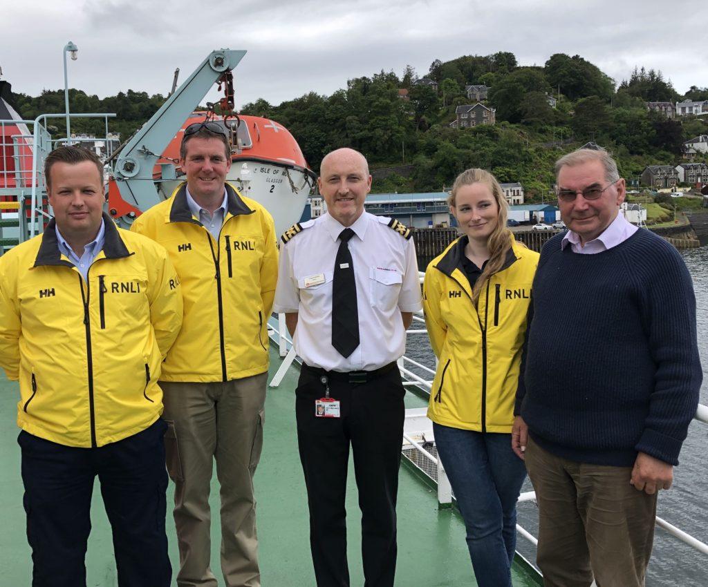 CalMac crews donate £1,000 to Oban lifeboat