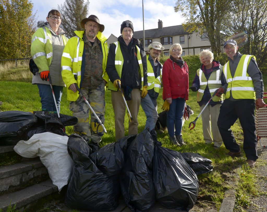 Volunteers tackle play park litter in Fort William
