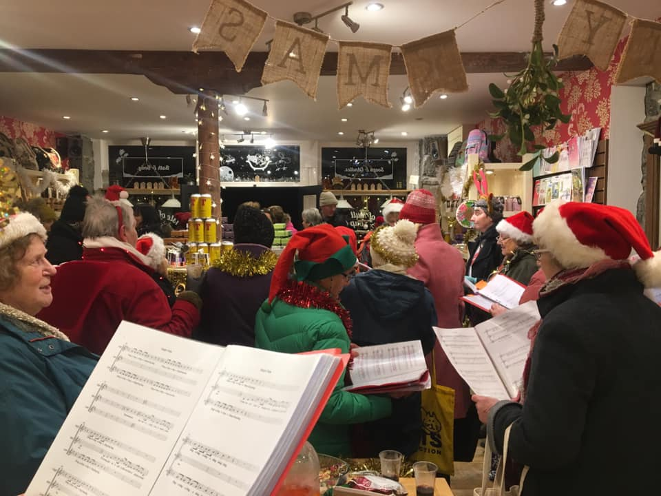 Tobermory Christmas lights switch on is a hit with residents and visitors